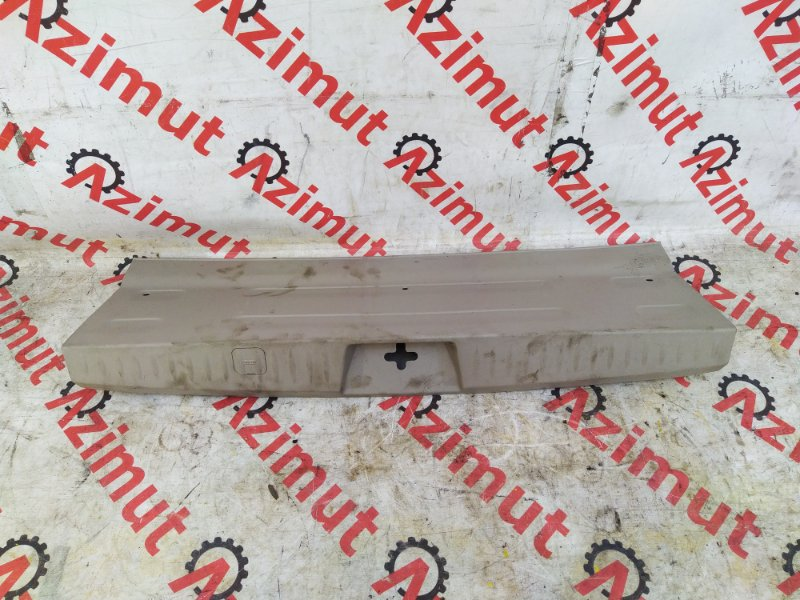 Накладка замка багажника Mitsubishi Grandis NA4W (б/у) 281