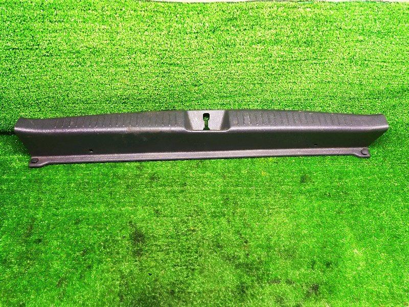 Накладка замка багажника Toyota Caldina ST210 3SFE 1998 (б/у)