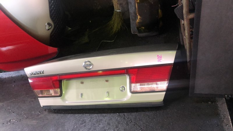 Крышка багажника Nissan Sunny FB15 QG15DE 2003 задняя (б/у)
