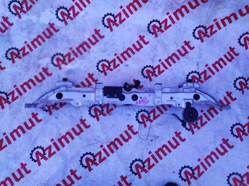Планка телевизора Toyota Ractis NCP120 1NZFE 2011 верхняя (б/у)