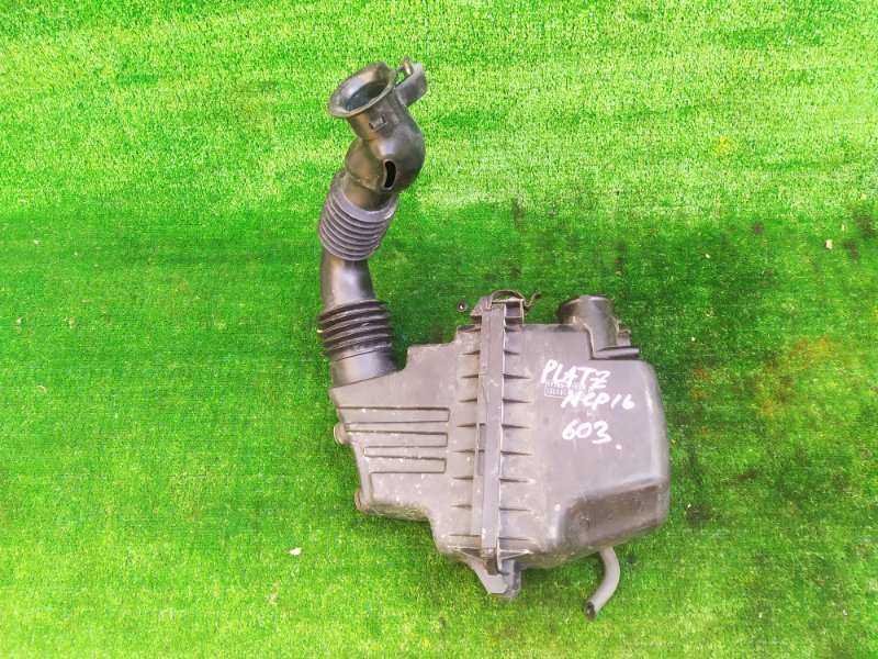 Корпус воздушного фильтра Toyota Platz NCP16 2NZFE 1999 (б/у)