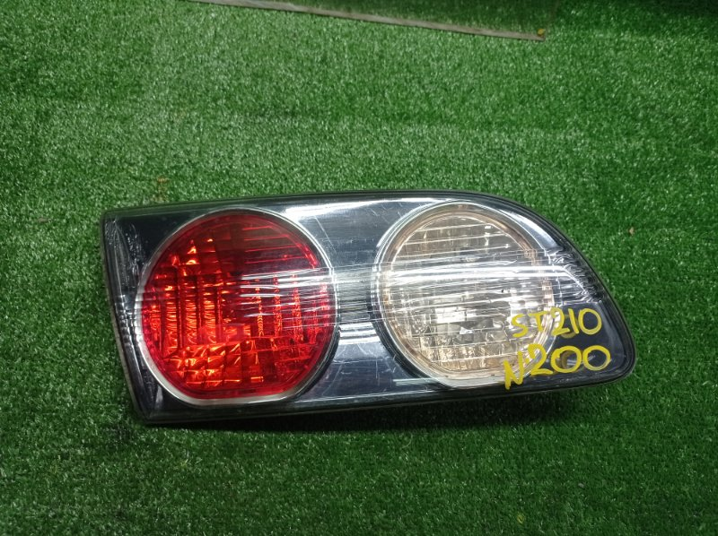 Стоп-вставка Toyota Caldina ST210 задняя левая (б/у)