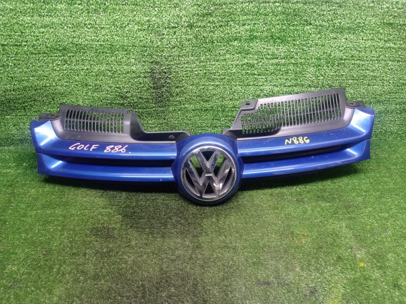 Решетка радиатора Volkswagen Golf 1K1 AXW 2004 передняя (б/у)