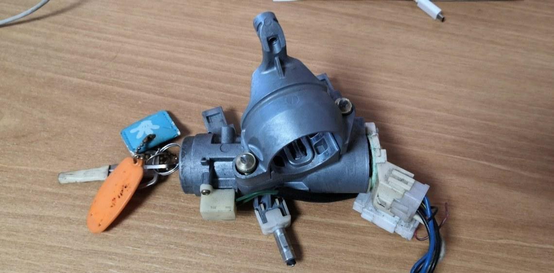 Замок зажигания Mitsubishi Minicab U61T 3G83 (б/у)