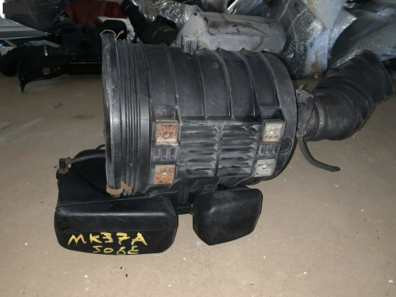 Корпус воздушного фильтра Hino Ranger MK37A J08E (б/у)