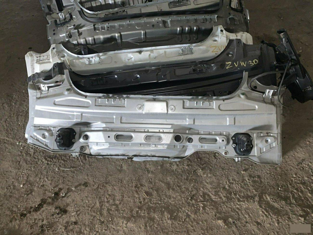 Тазик железный Toyota Prius NHW20 1NZFXE (б/у)