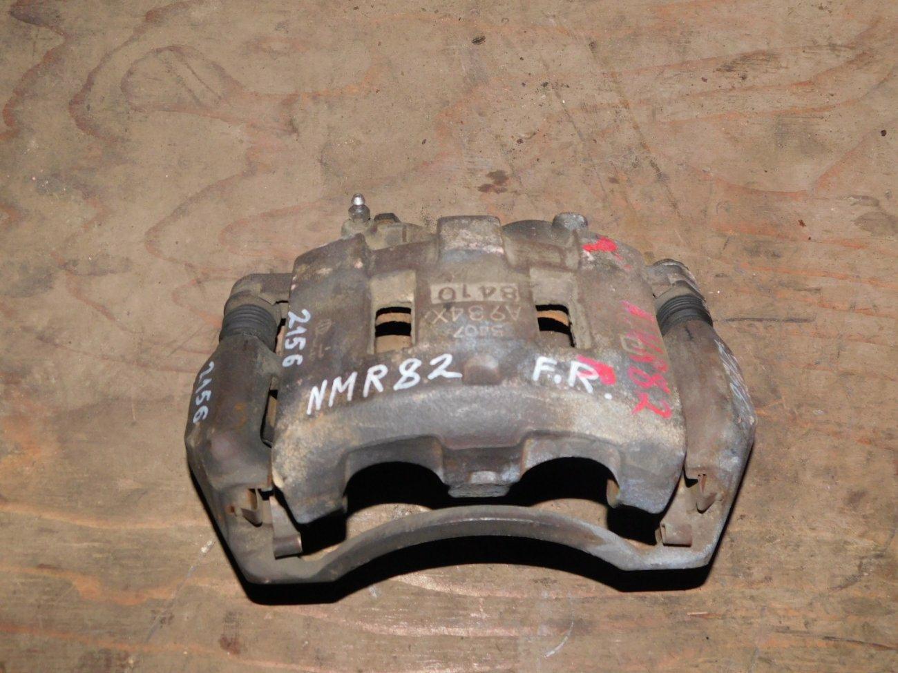 Суппорт Isuzu Elf NMR82 4HV1 передний правый (б/у)