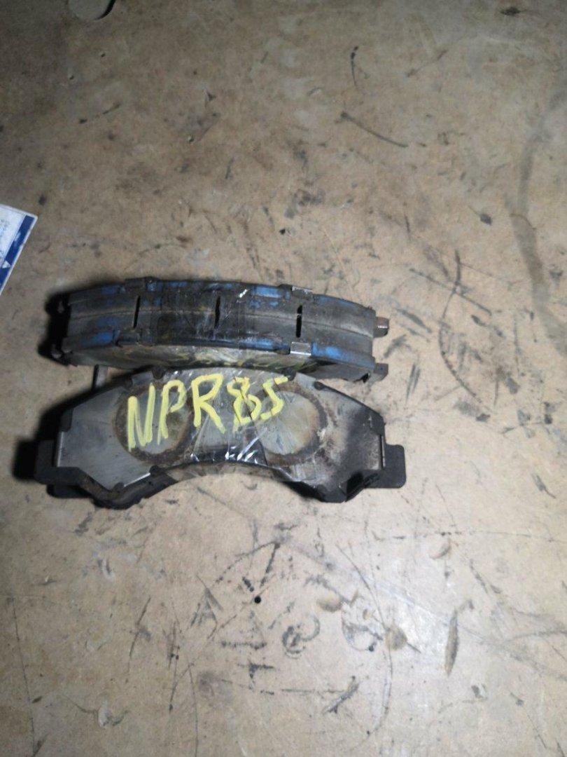 Тормозные колодки Isuzu Elf NPR85 4JJ1 переднее (б/у)