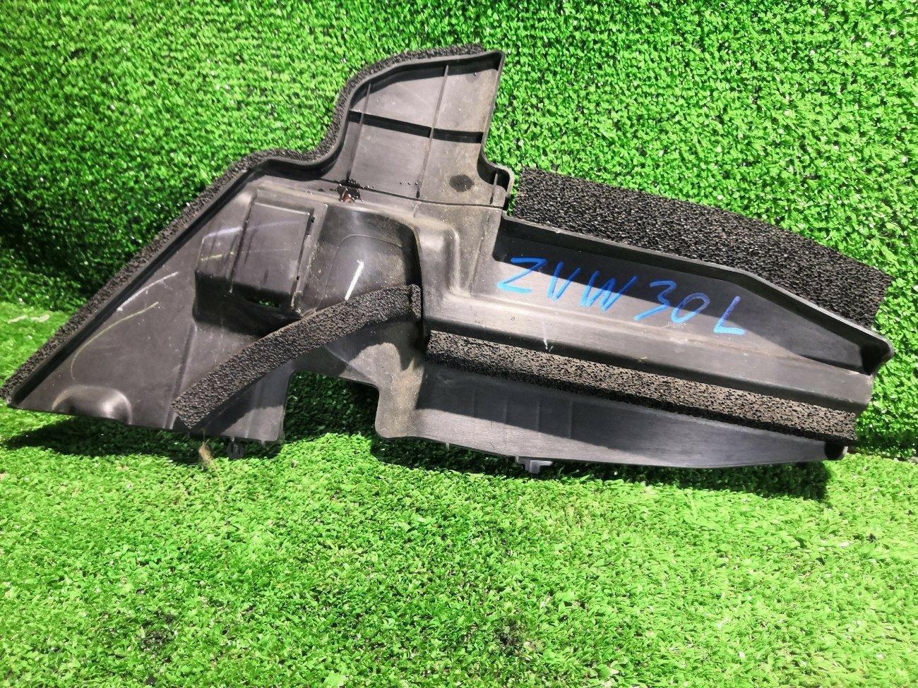 Защита радиатора Toyota Prius ZVW30 2ZR левая (б/у)