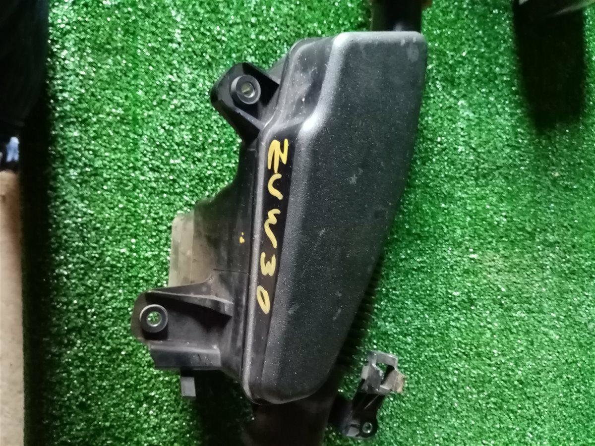 Корпус воздушного фильтра Toyota Prius ZVW30 2ZR (б/у)