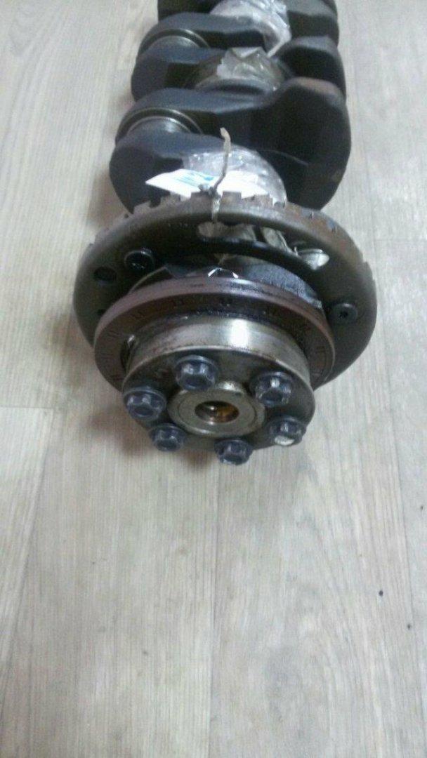 Коленвал Nissan Serena NC26 MR20DD (б/у)