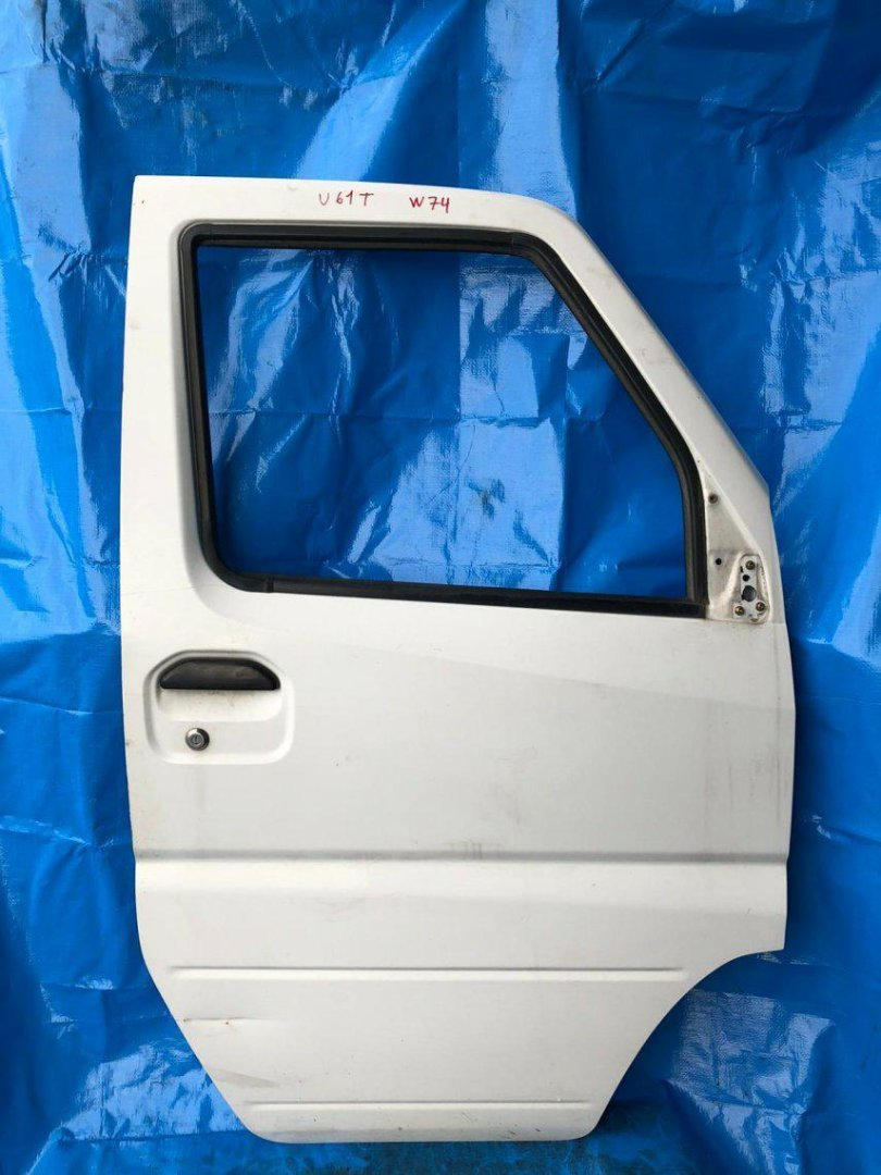 Дверь Mitsubishi Minicab U61T U61T передняя правая (б/у)