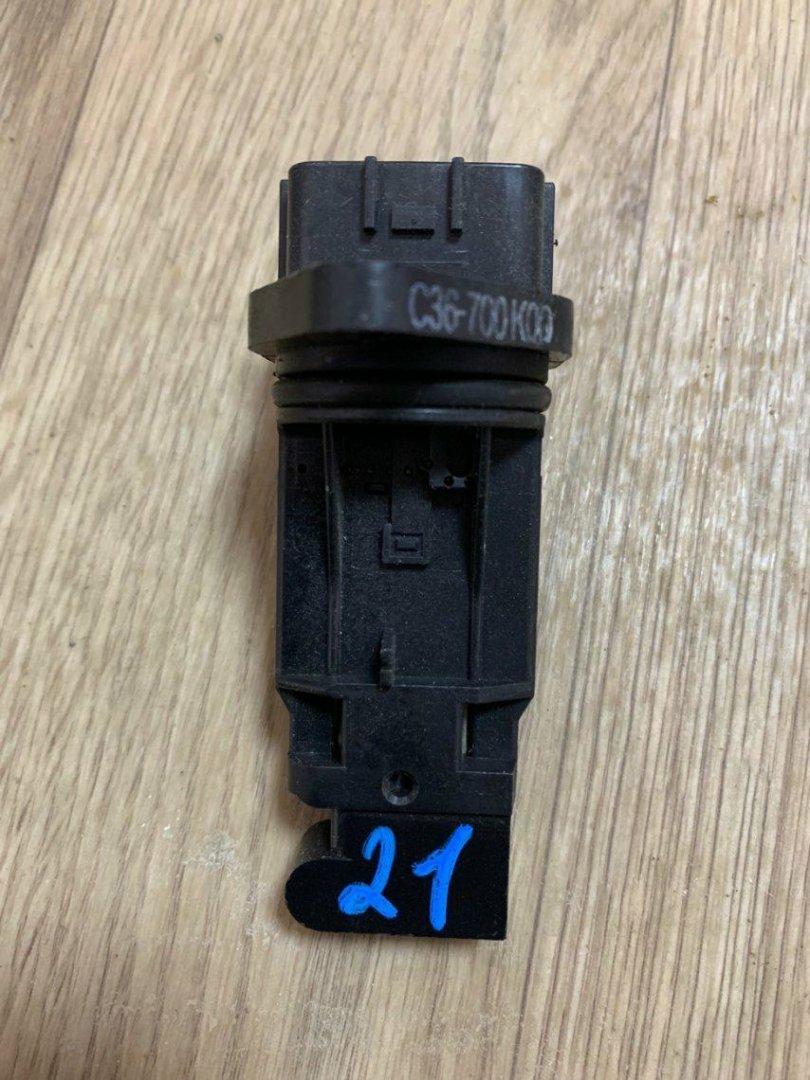 Датчик расхода воздуха Nissan Fuga Y11 QR20DE (б/у)