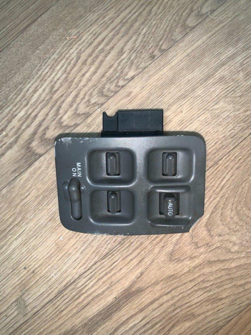 Блок управления стеклоподъемниками Honda Cr-V RD1 B20B передний правый (б/у)