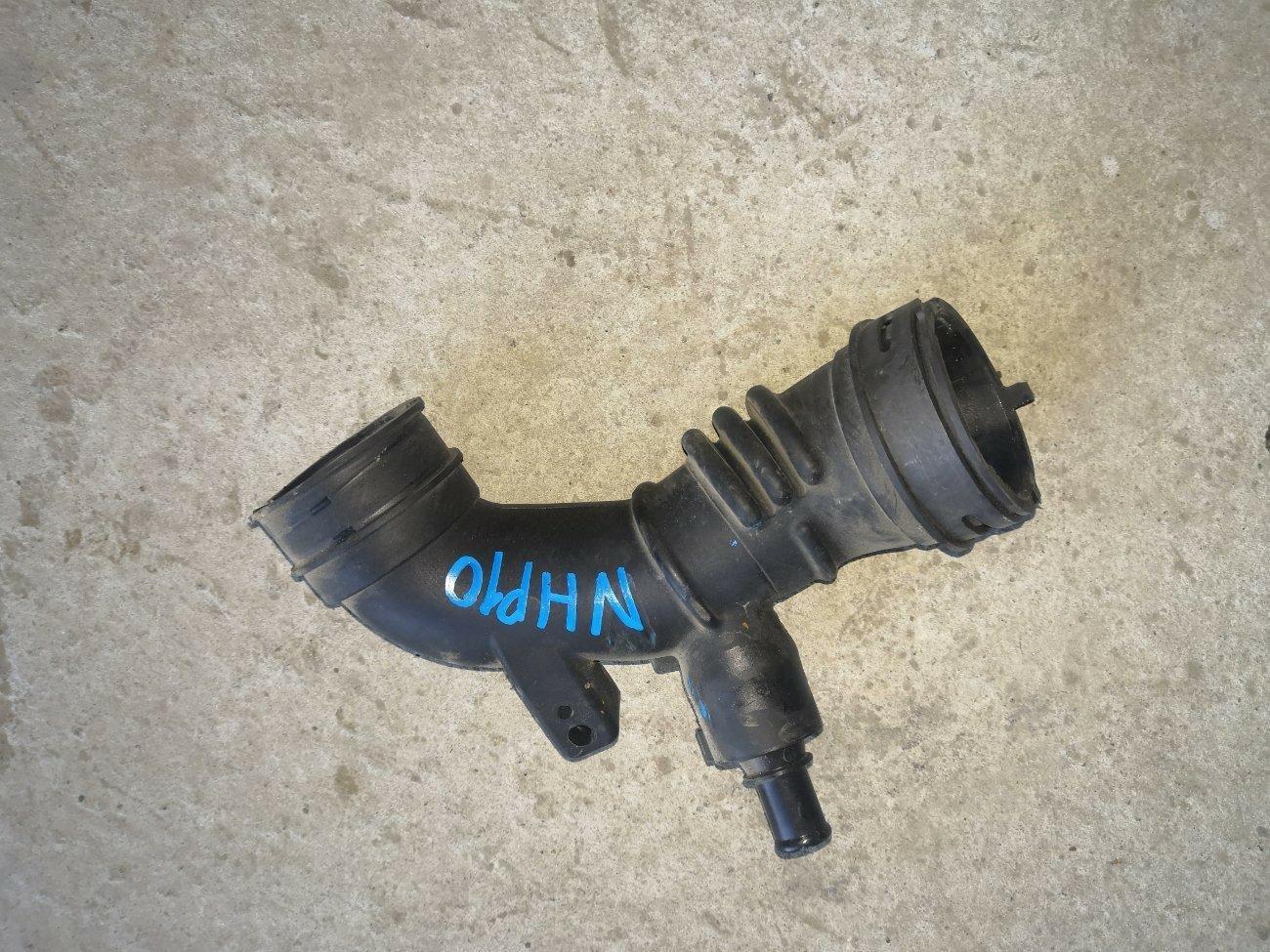 Патрубок воздушного фильтра Toyota Aqua NHP10 1NZFXE (б/у)