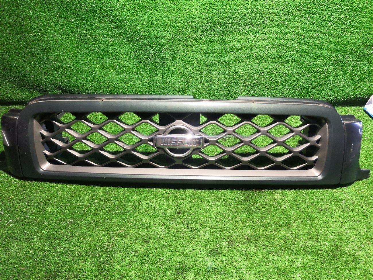 Решетка радиатора Nissan Terrano TR50 ZD30DDTI передняя (б/у)