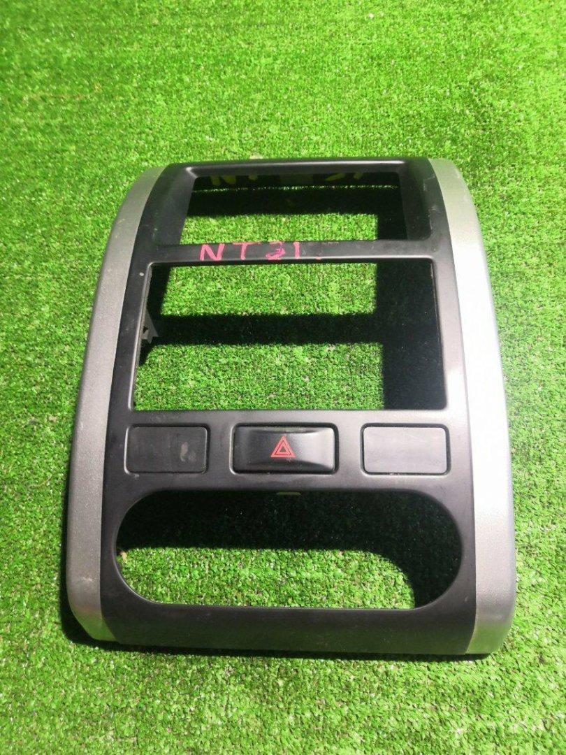 Консоль магнитофона Nissan X-Trail NT31 MR20DE (б/у)