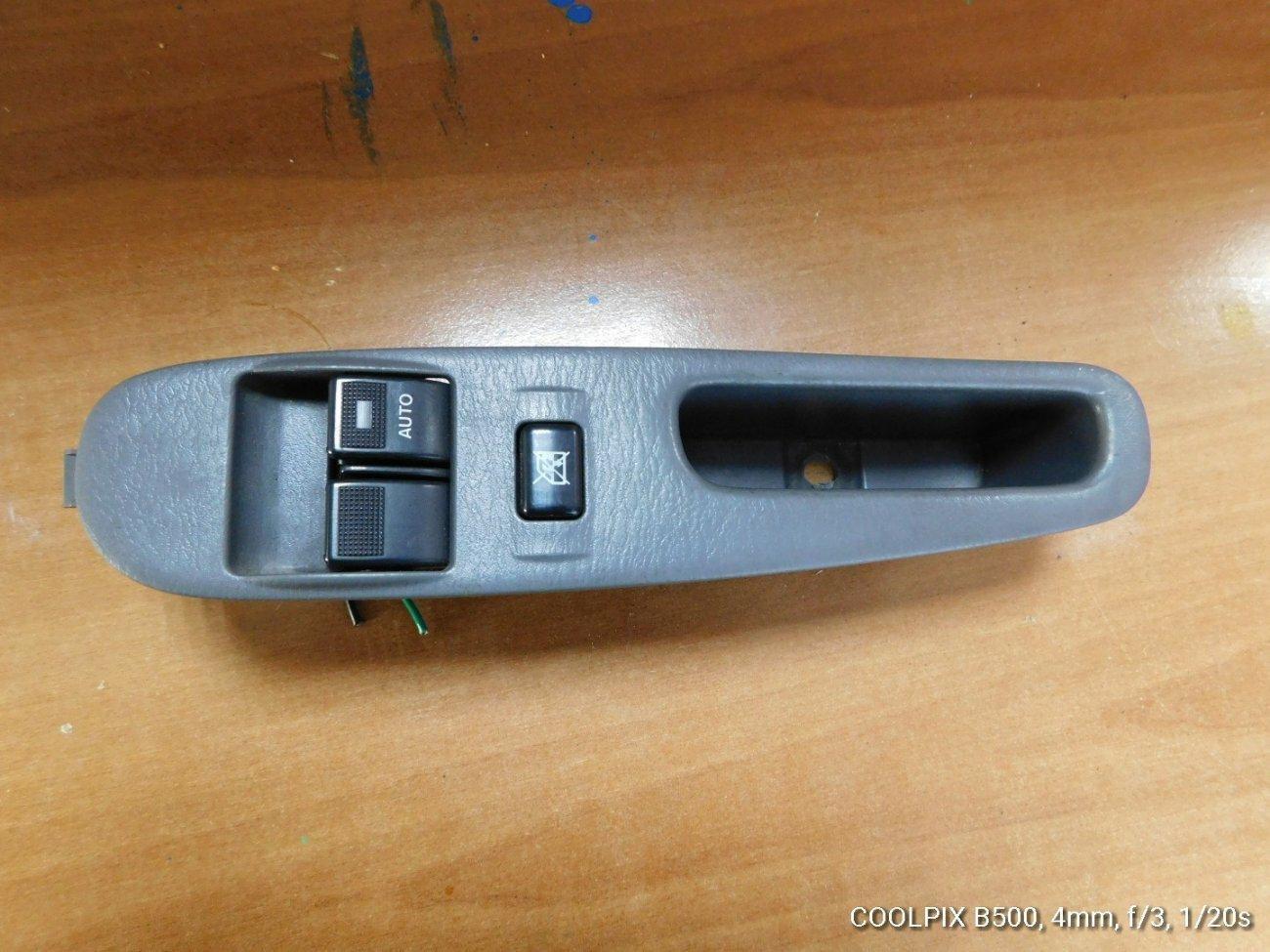 Блок управления стеклоподъемниками Nissan Vanette SK82 F8 передний правый (б/у)