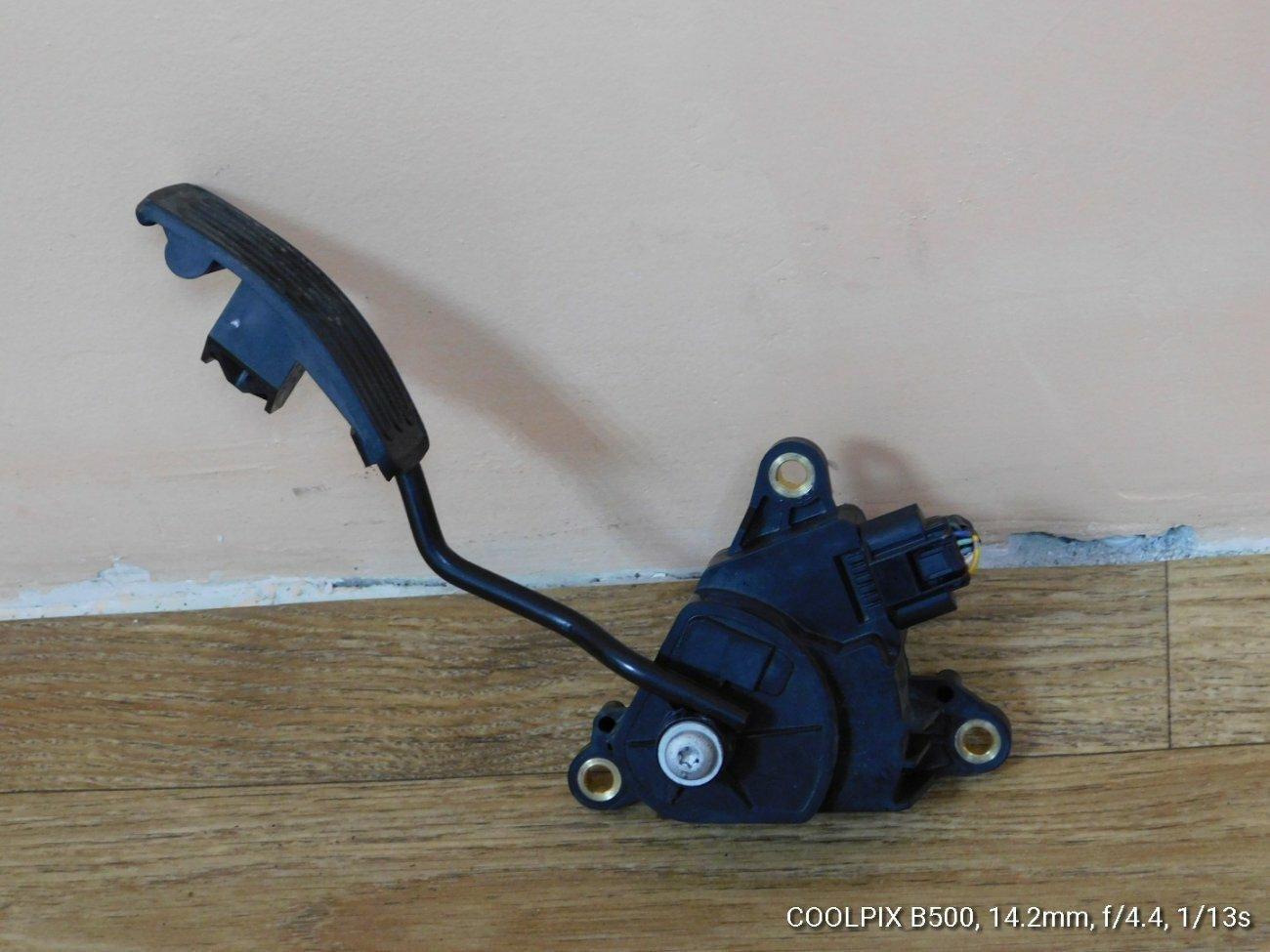 Педаль подачи топлива Nissan X-Trail NT31 MR20DE (б/у)