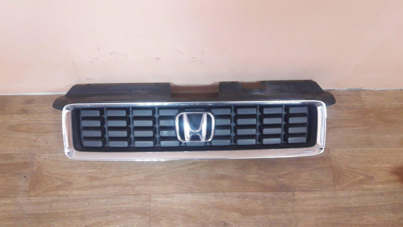 Решетка радиатора Honda Mobilio Spike GK1GK2 L15A (б/у)
