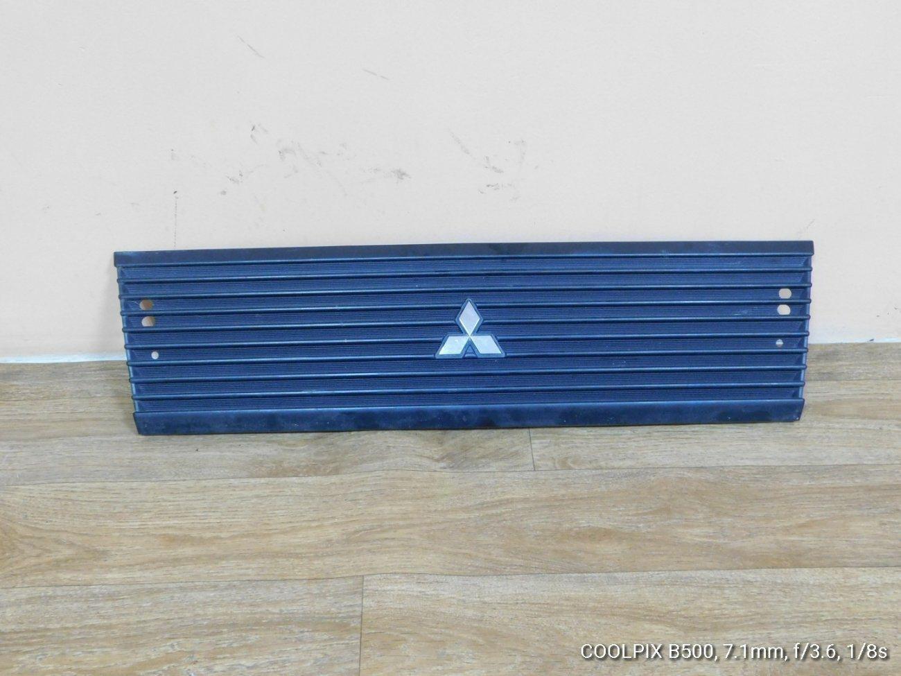 Решетка радиатора Mitsubishi Minicab U61T (б/у)