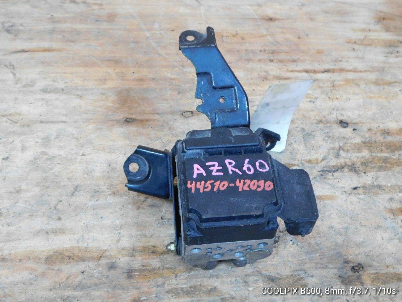 Блок abs Toyota Noah AZR60 1AZFSE (б/у)