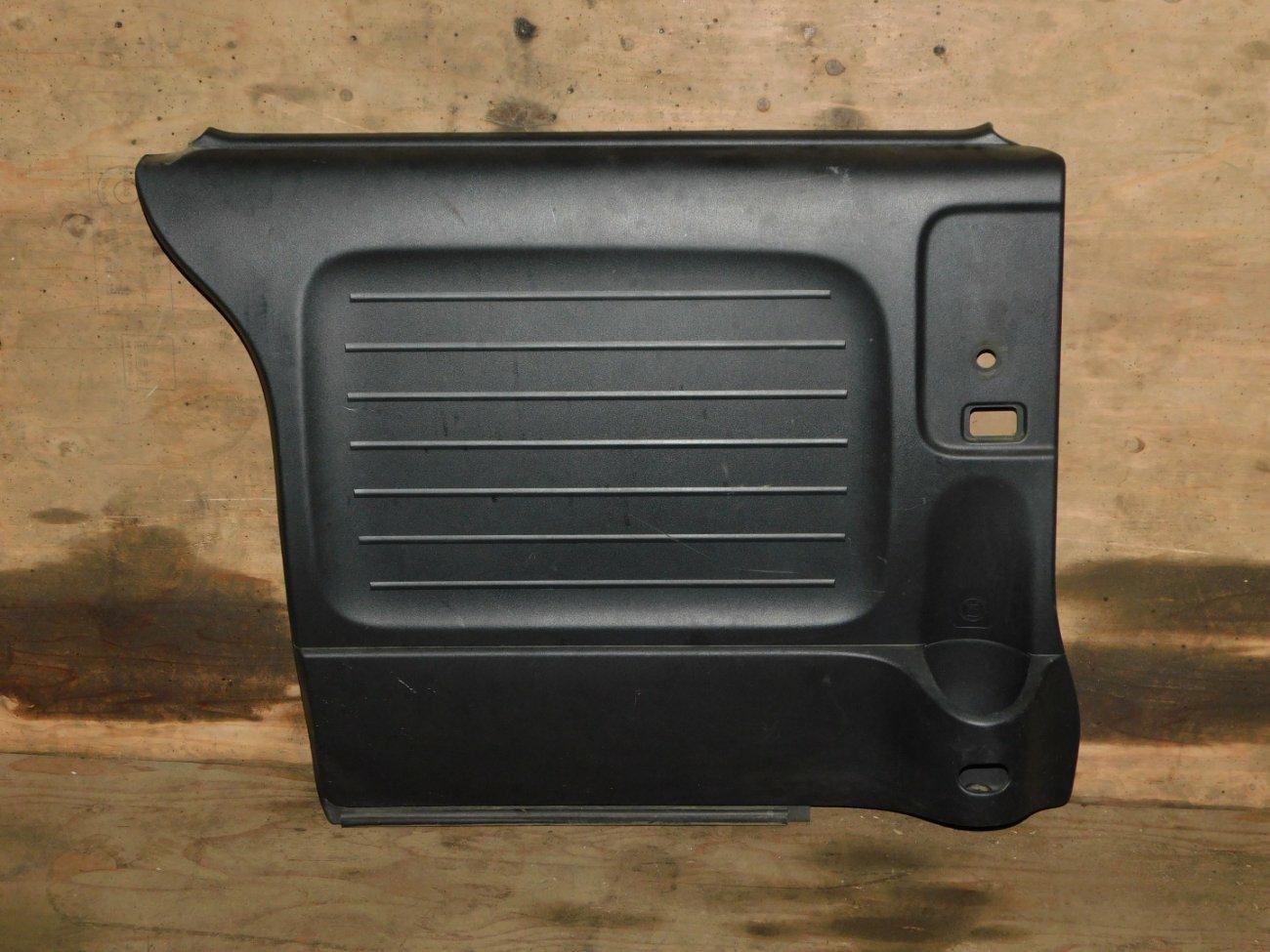 Обшивка дверей Honda Mobilio Spike GK1 L15A задняя левая (б/у)