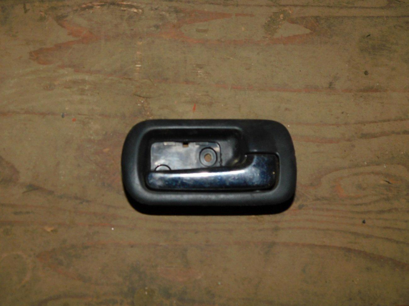 Ручка двери внутренняя Honda Mobilio Spike GK1 L15A передняя левая (б/у)