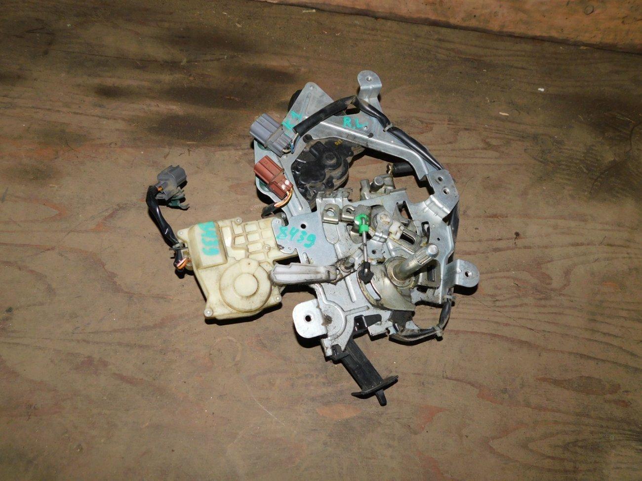 Замок Honda Mobilio Spike GK1 L15A задний левый (б/у)