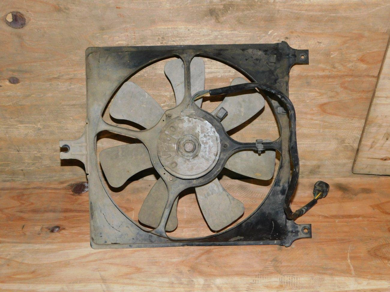 Диффузор радиатора Suzuki Swift HT51S M13A (б/у)