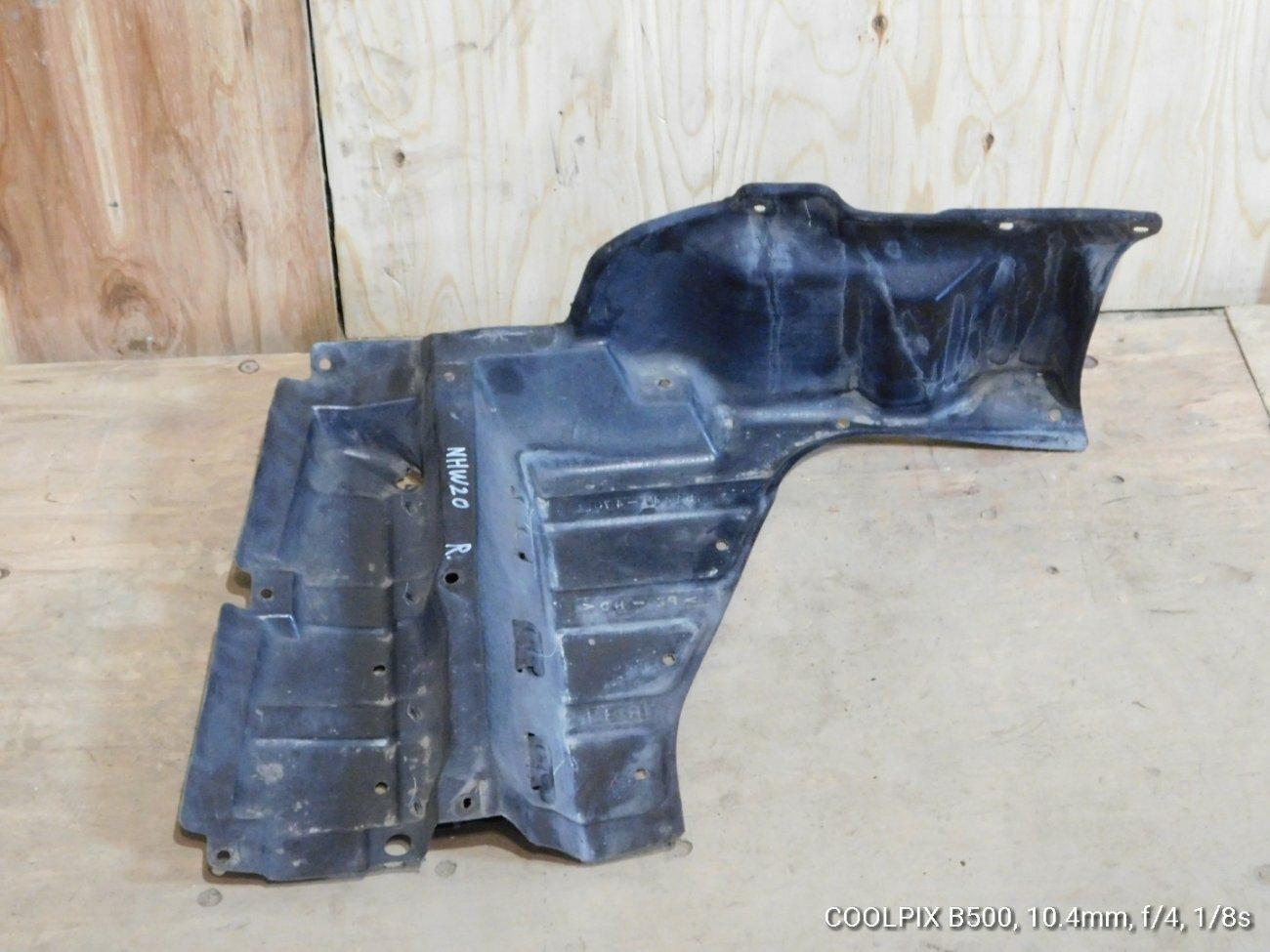 Защита двигателя Toyota Prius NHW20 передняя левая (б/у)