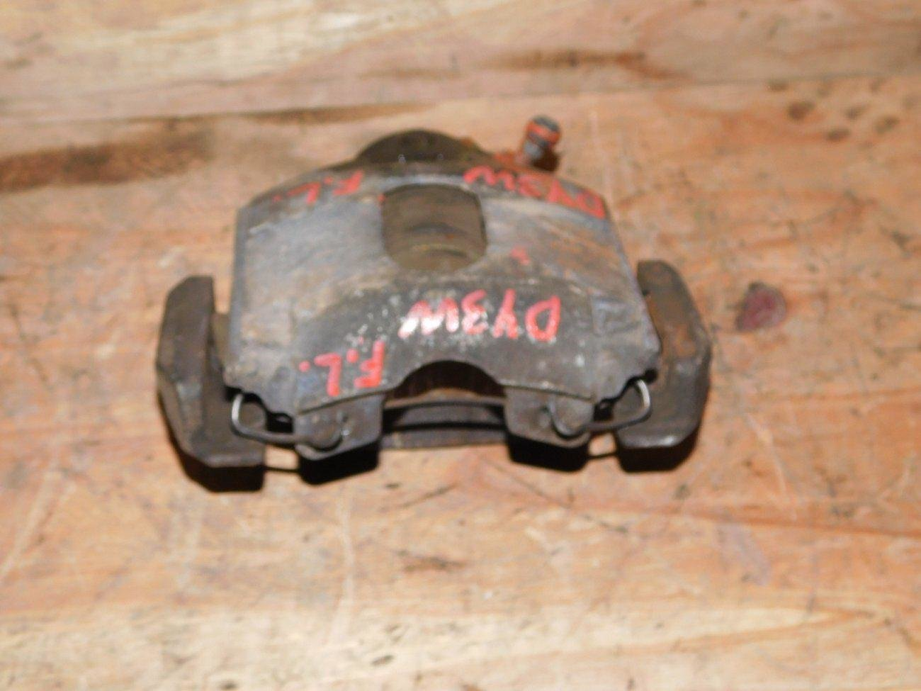 Суппорт Mazda Demio DY3R передний левый (б/у)