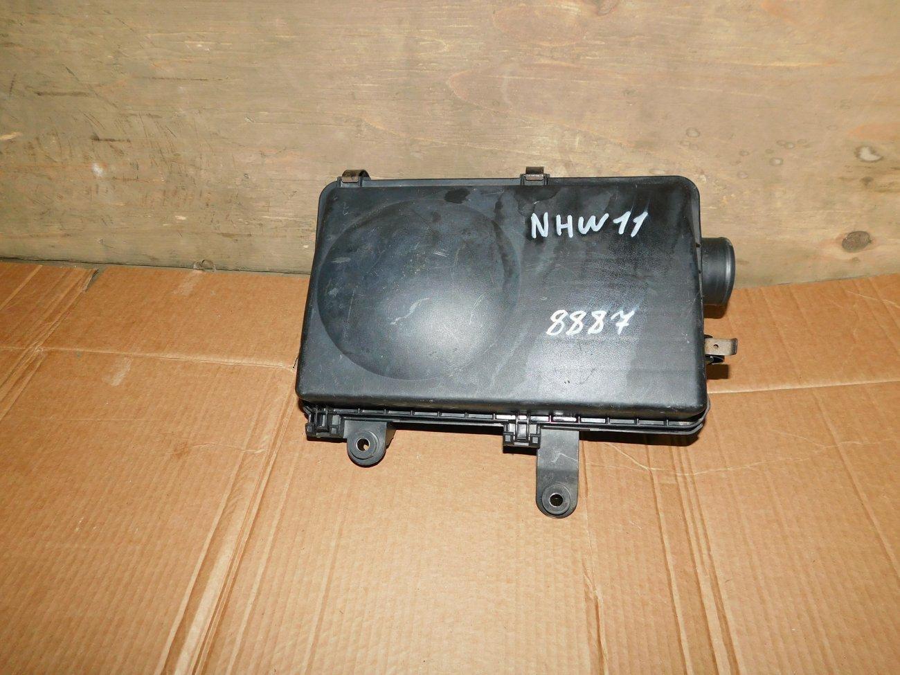 Корпус воздушного фильтра Toyota Prius NHW11 1NZFXE (б/у)
