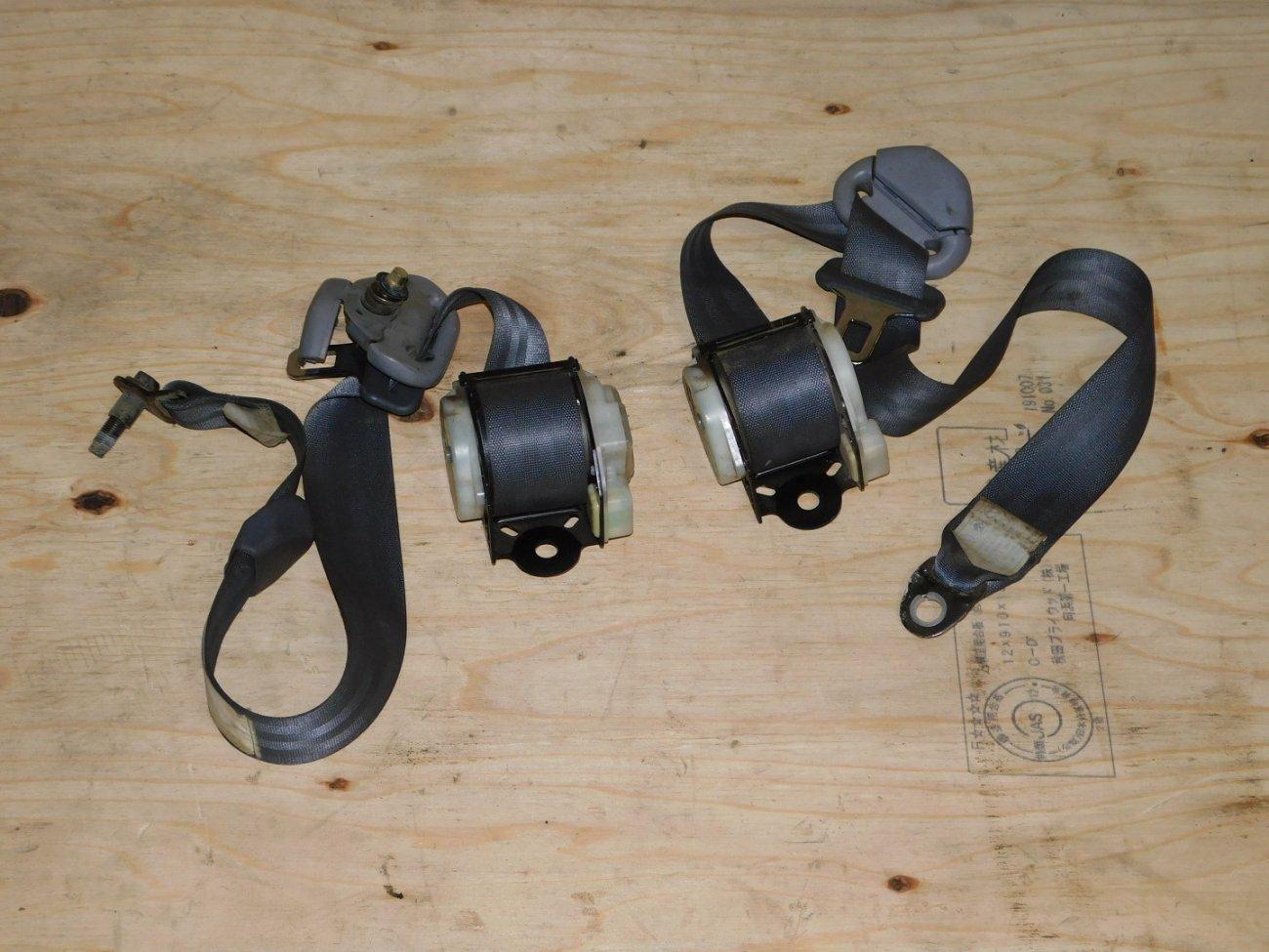 Ремень безопасности Toyota Ipsum SXM10SXM15 3SFE задний (б/у)
