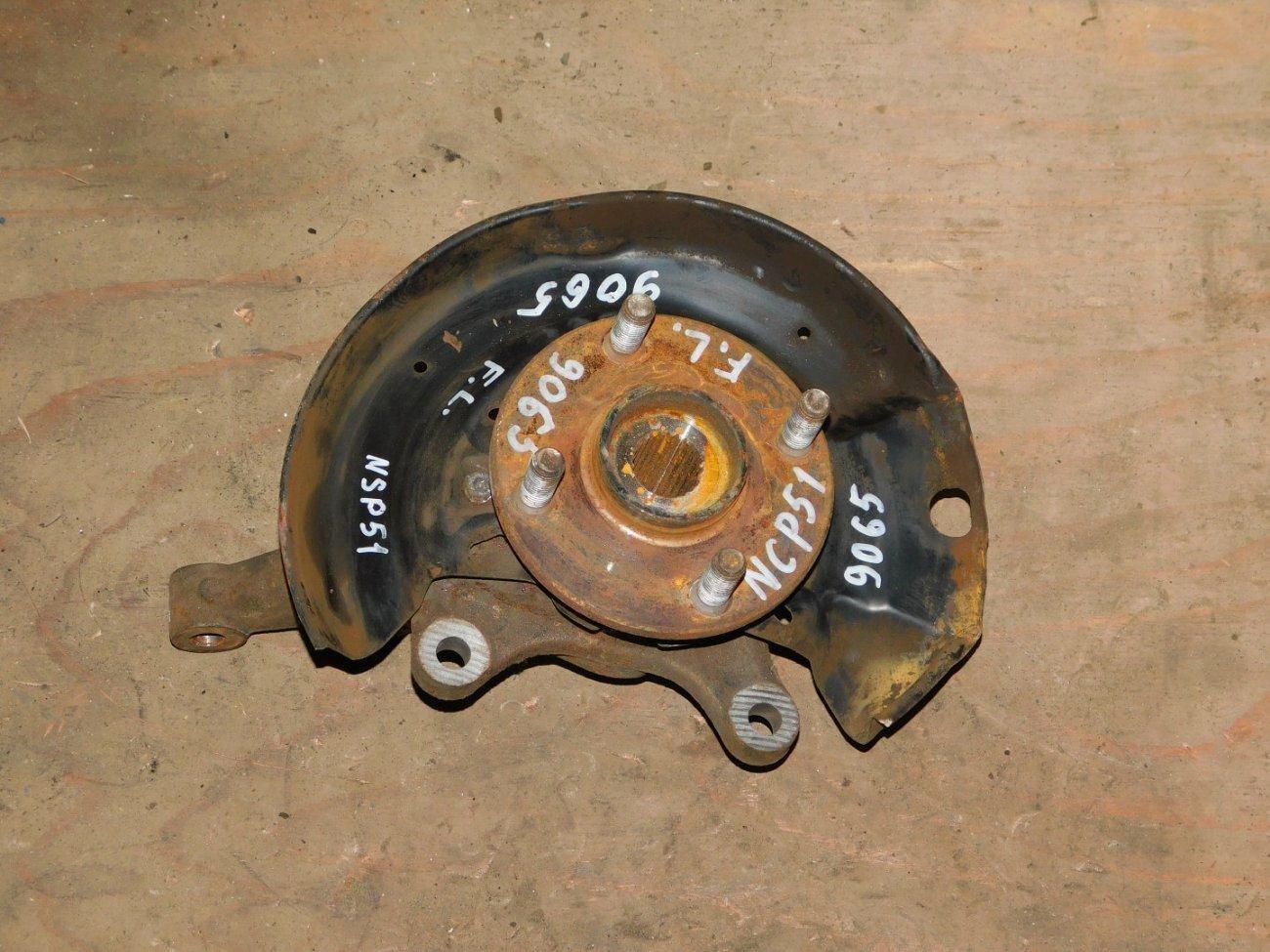 Ступица Toyota Probox NCP51 1NZFE передняя левая (б/у)