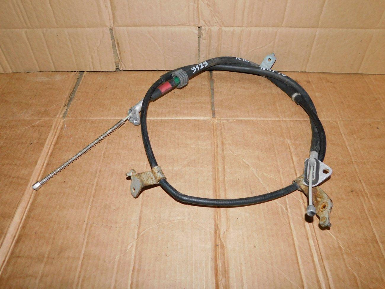 Тросик ручника Toyota Aqua NHP10 1NZFXE задний правый (б/у)