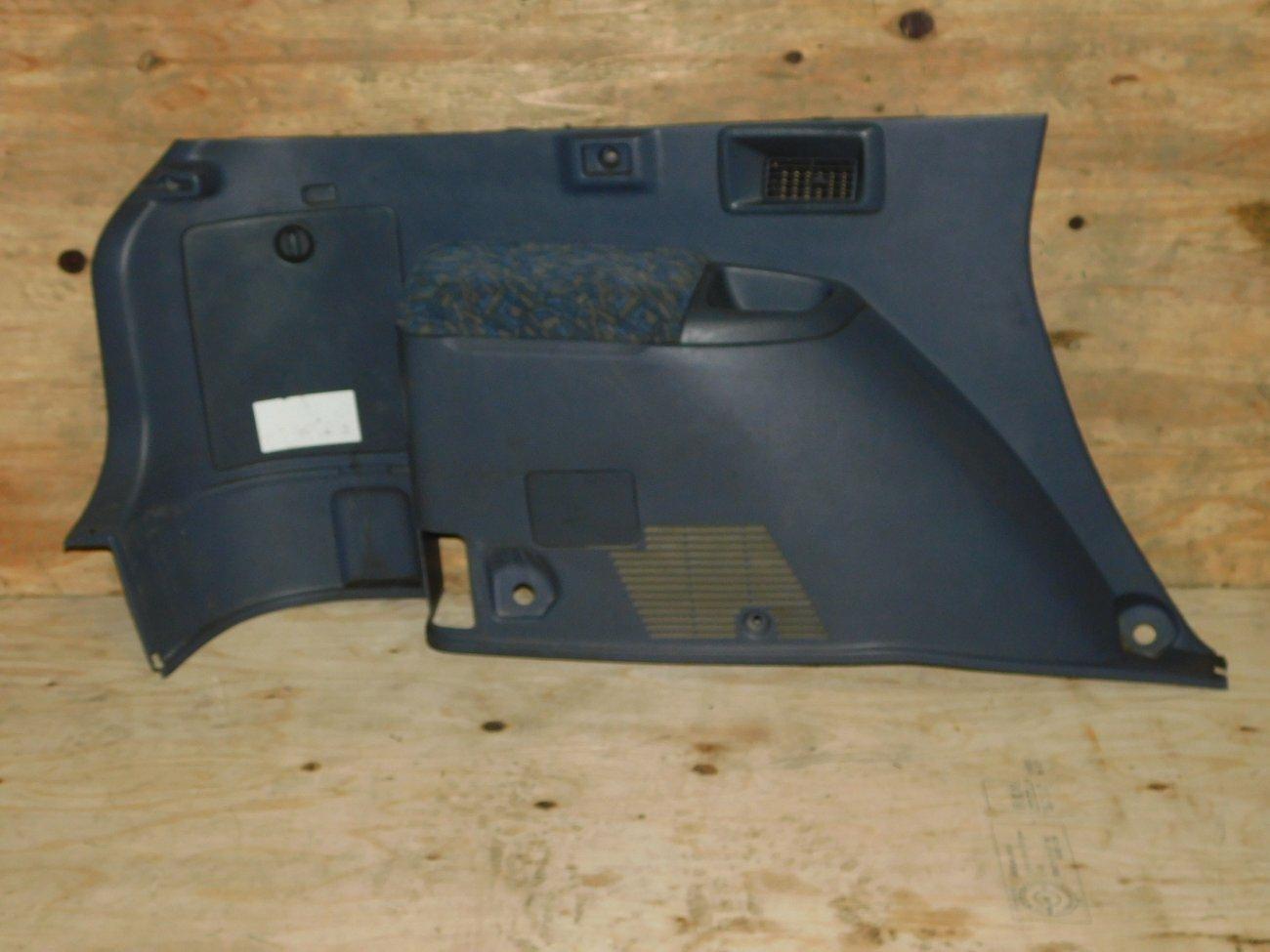 Обшивка багажника Toyota Ipsum SXM10 3SFE задняя левая нижняя (б/у)