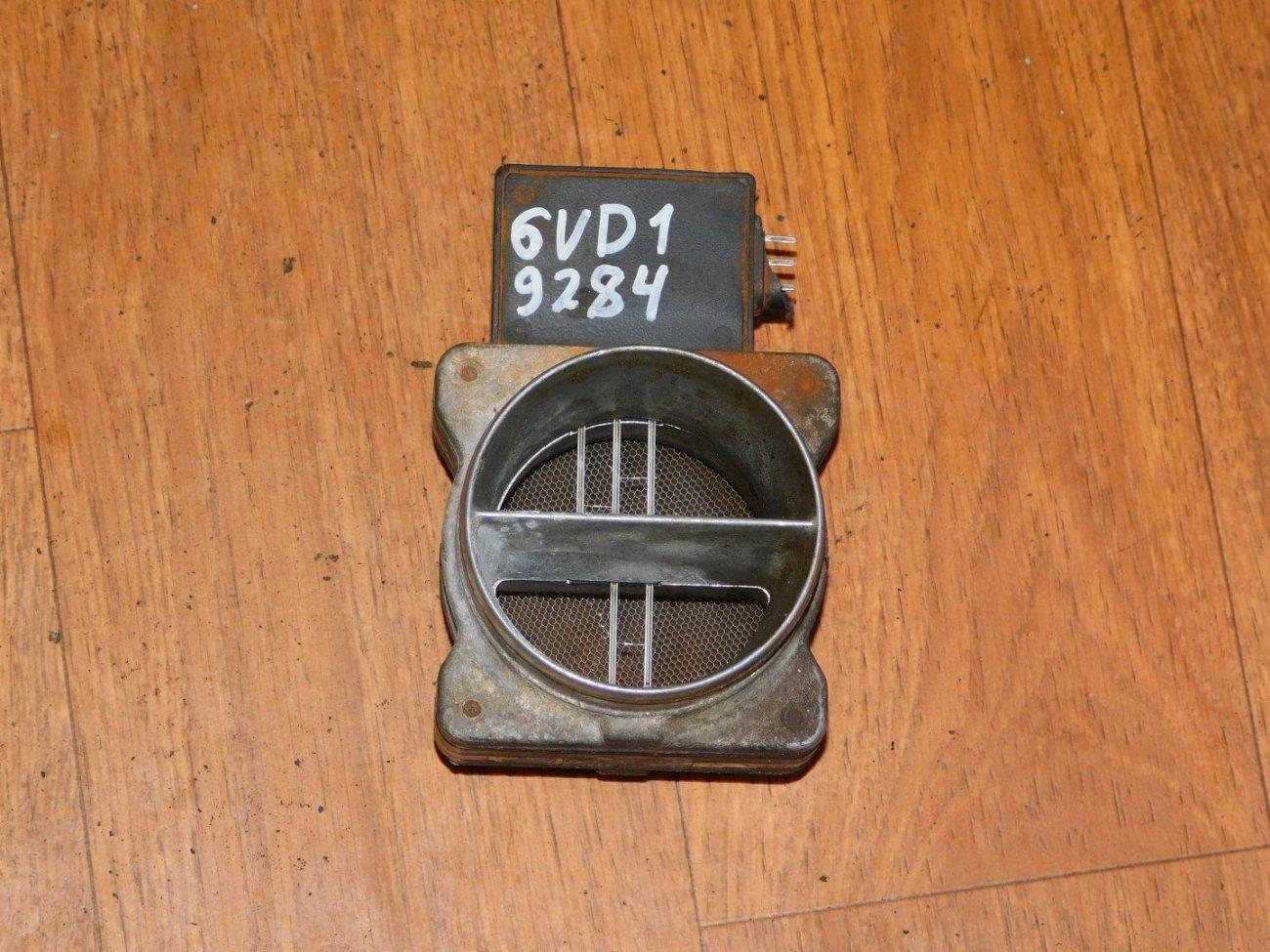 Датчик расхода воздуха Isuzu Vehicross UGS25 6VD1 (б/у)