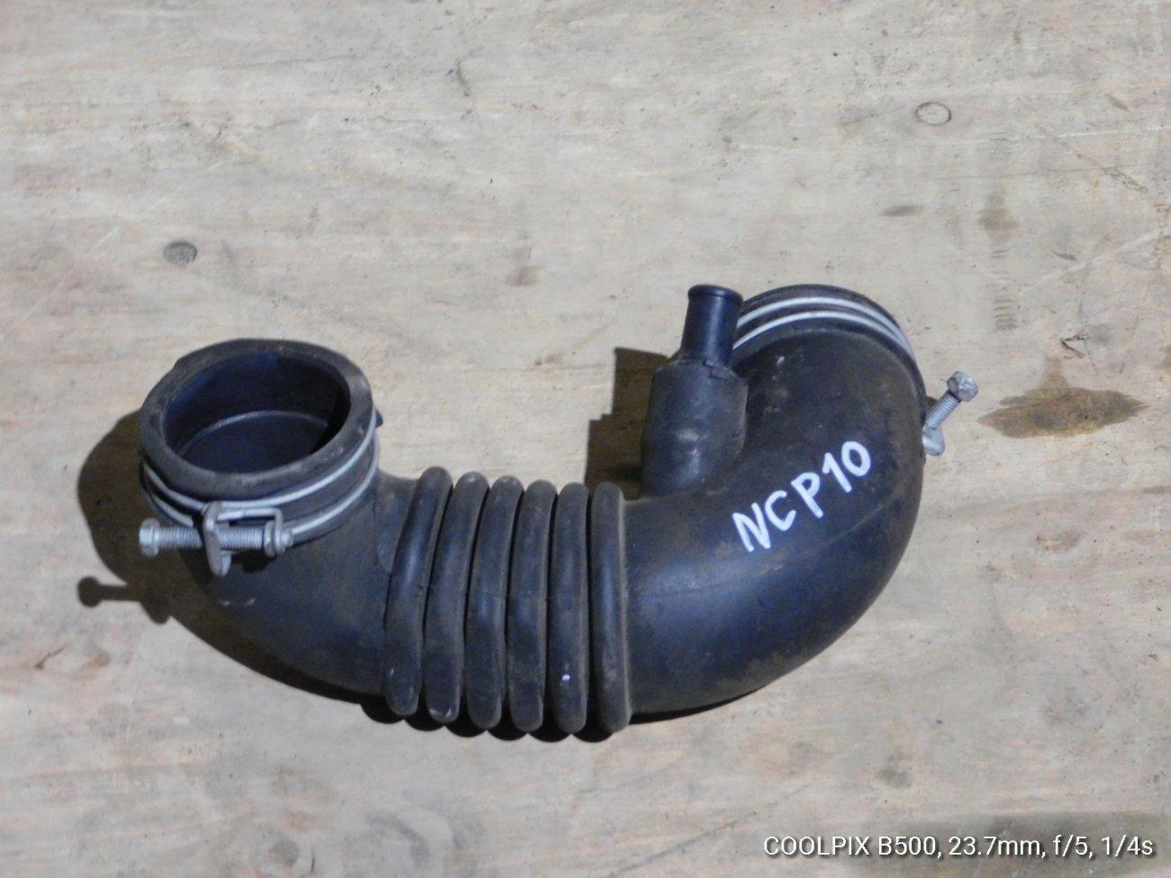 Патрубок воздушного фильтра Toyota Vitz NCP10 2NFE (б/у)