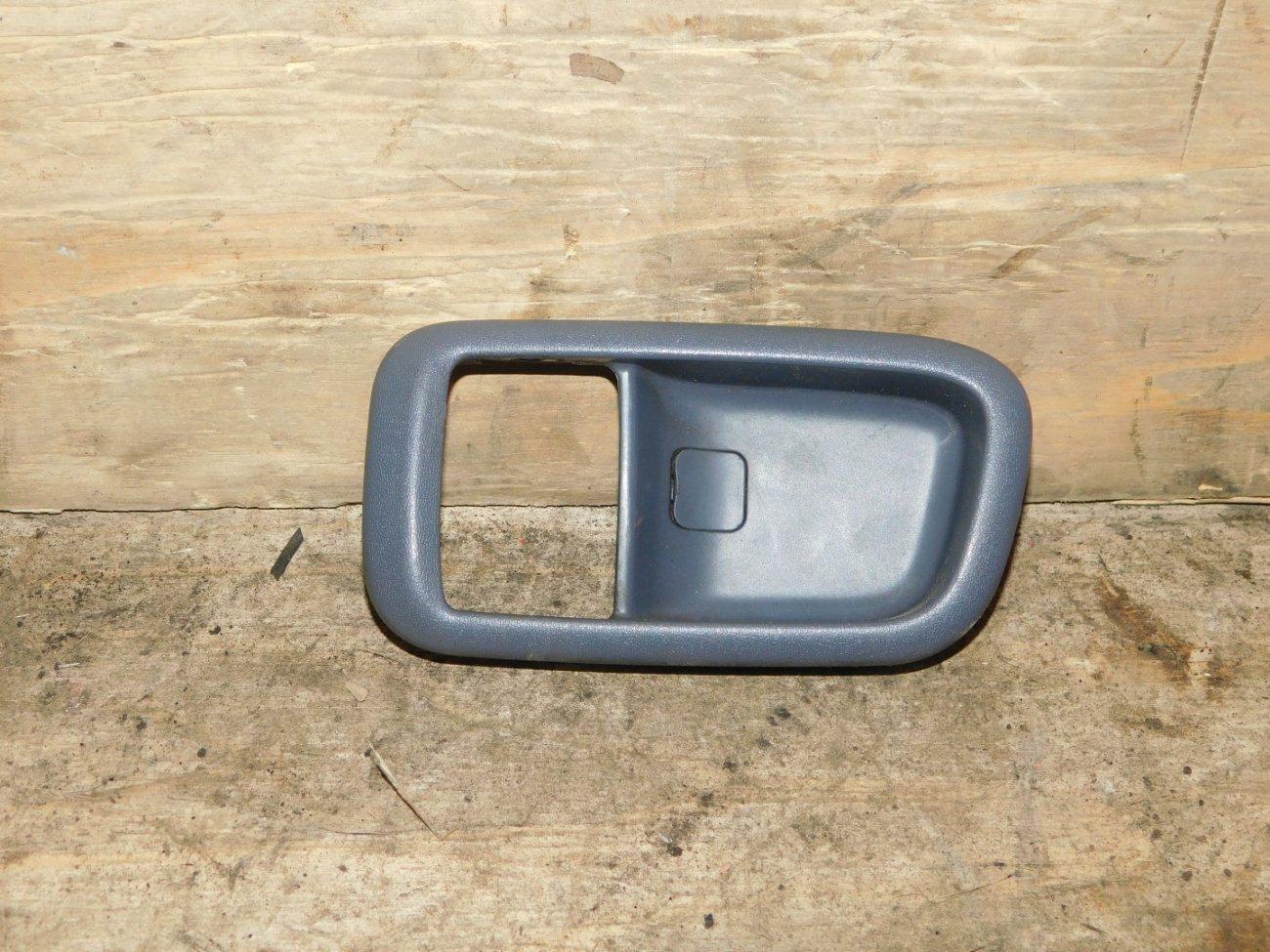 Накладка на ручки дверей Toyota Ipsum SXM10 3SFE задняя левая (б/у)
