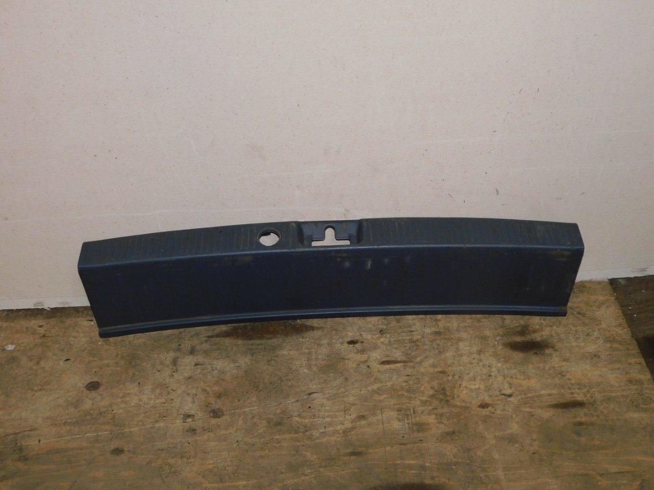 Накладка замка багажника Toyota Ipsum SXM10 3SFE (б/у)