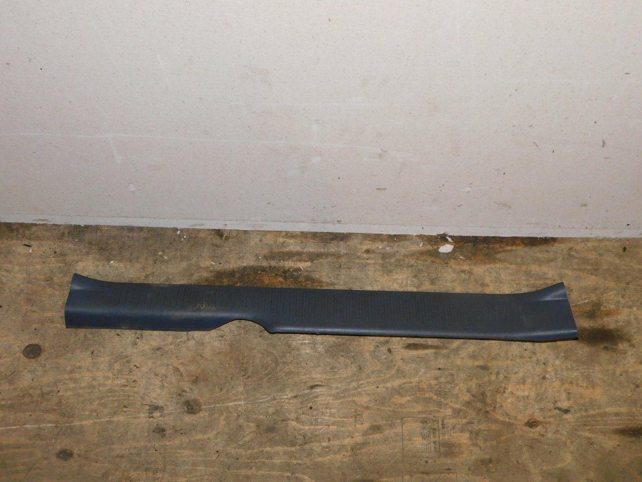Порожек пластиковый Toyota Ipsum SXM10 3SFE задний левый (б/у)