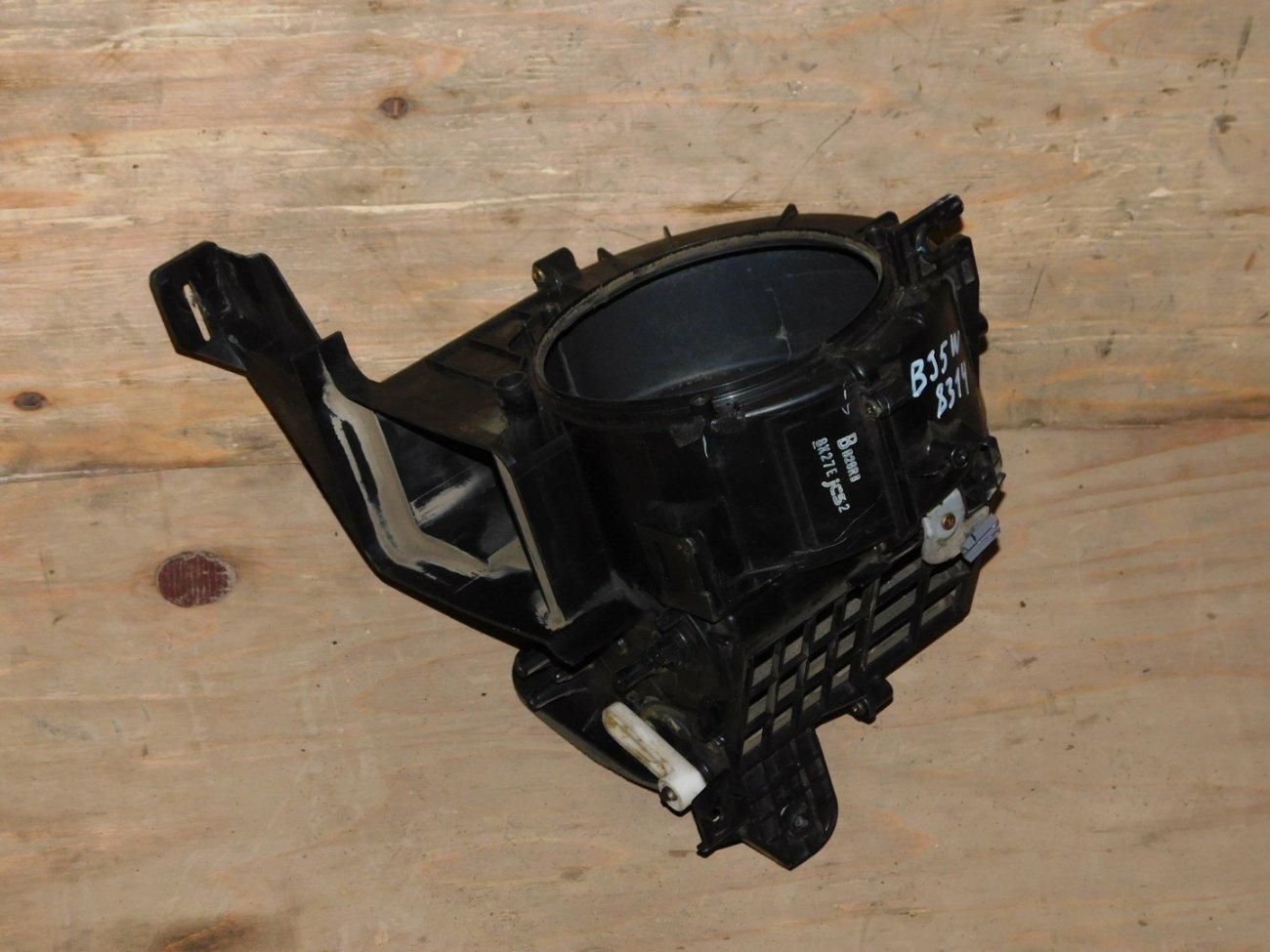 Корпус моторчика печки Mazda Familia BJ5W ZLVE (б/у)