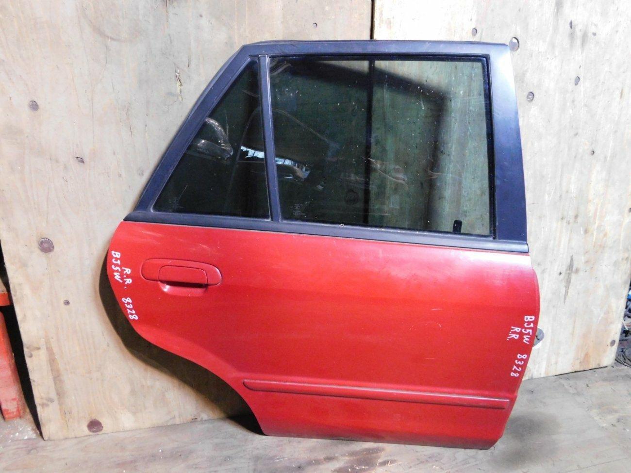 Дверь Mazda Familia BJ5W ZLVE задняя правая (б/у)
