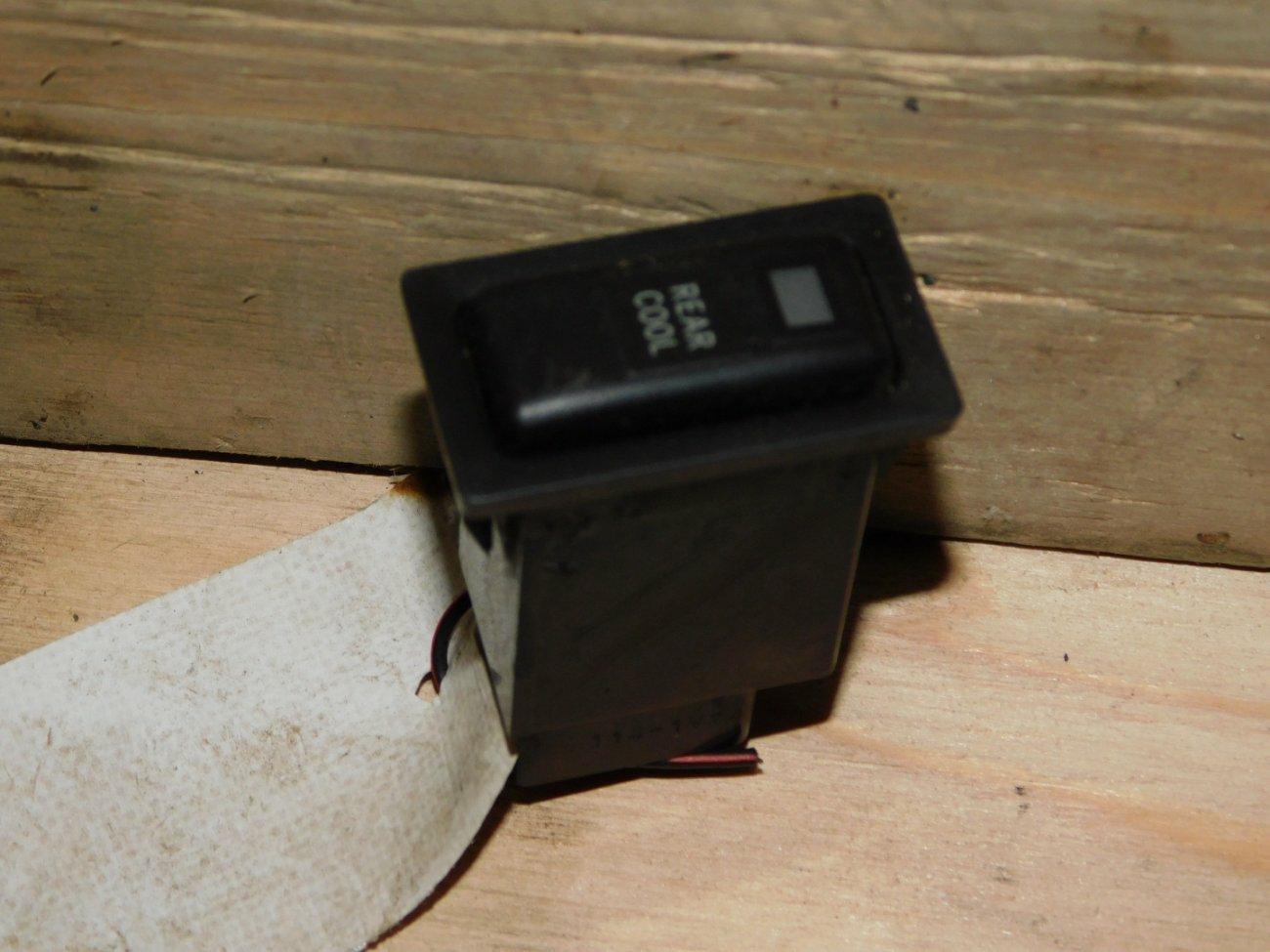 Кнопка печки Toyota Ipsum SXM10SXM15 3SFE (б/у)