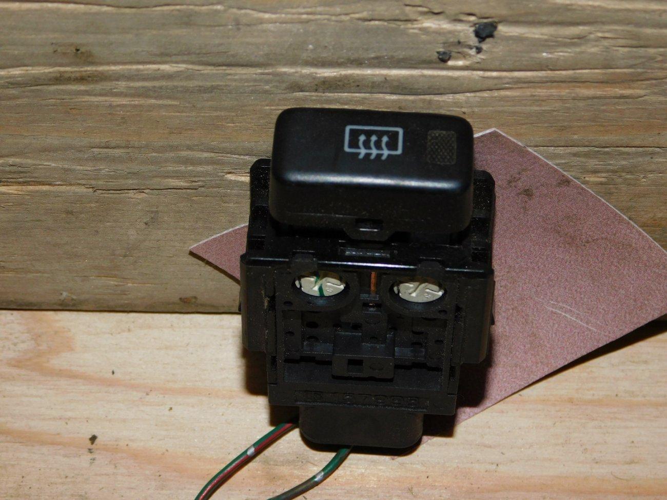 Кнопка обогрева заднего стекла Toyota Ipsum SXM10SXM15 3SFE (б/у)