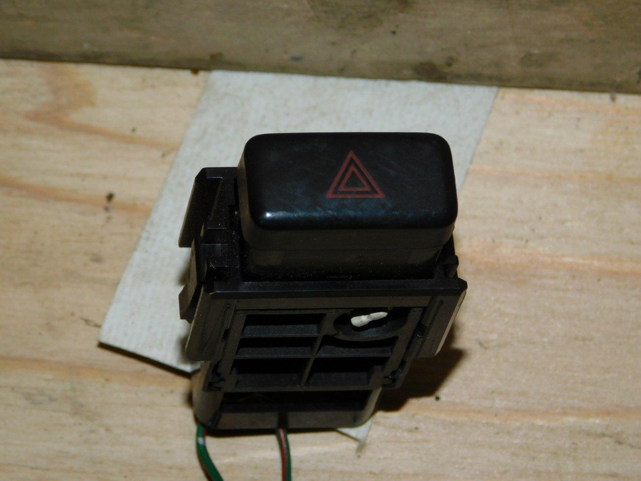 Кнопка аварийной сигнализации Toyota Ipsum SXM10SXM15 3SFE (б/у)