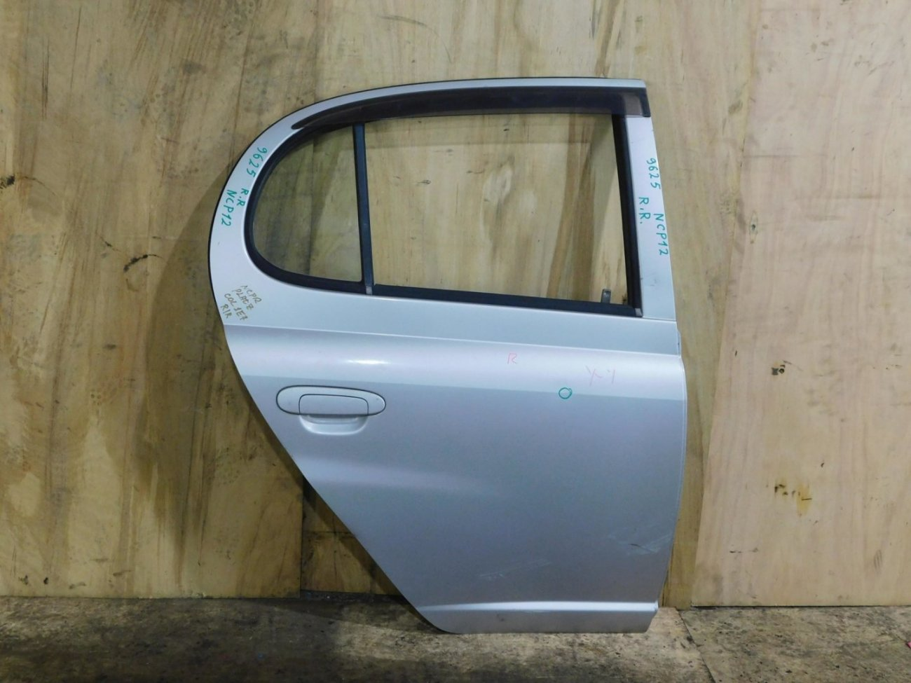 Дверь Toyota Platz NCP12 задняя правая (б/у)