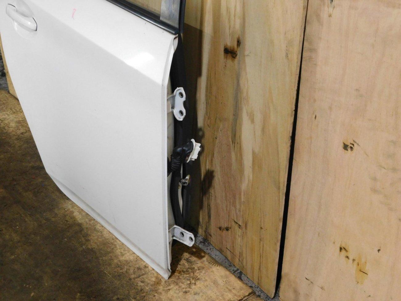 Дверь Toyota Prius ZVW30 задняя правая (б/у)