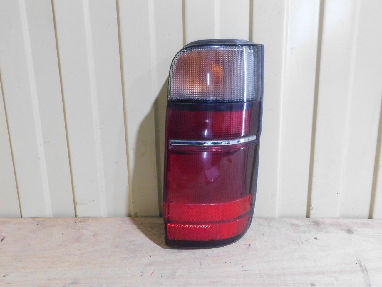 Стоп-сигнал Toyota Hiace KZH100 1KZ задний правый (б/у)